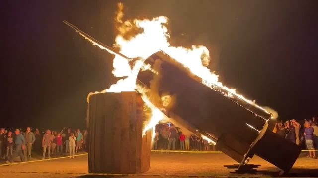 They're No Jab & Proud: Anti-Vaxxers In Utah Burn A Giant Effigy Of A Syringe!